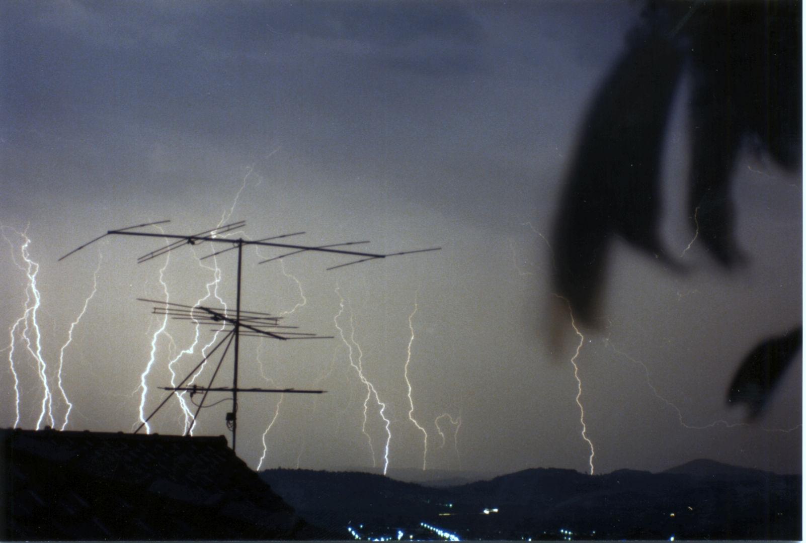 022 lightning over lismore.jpg
