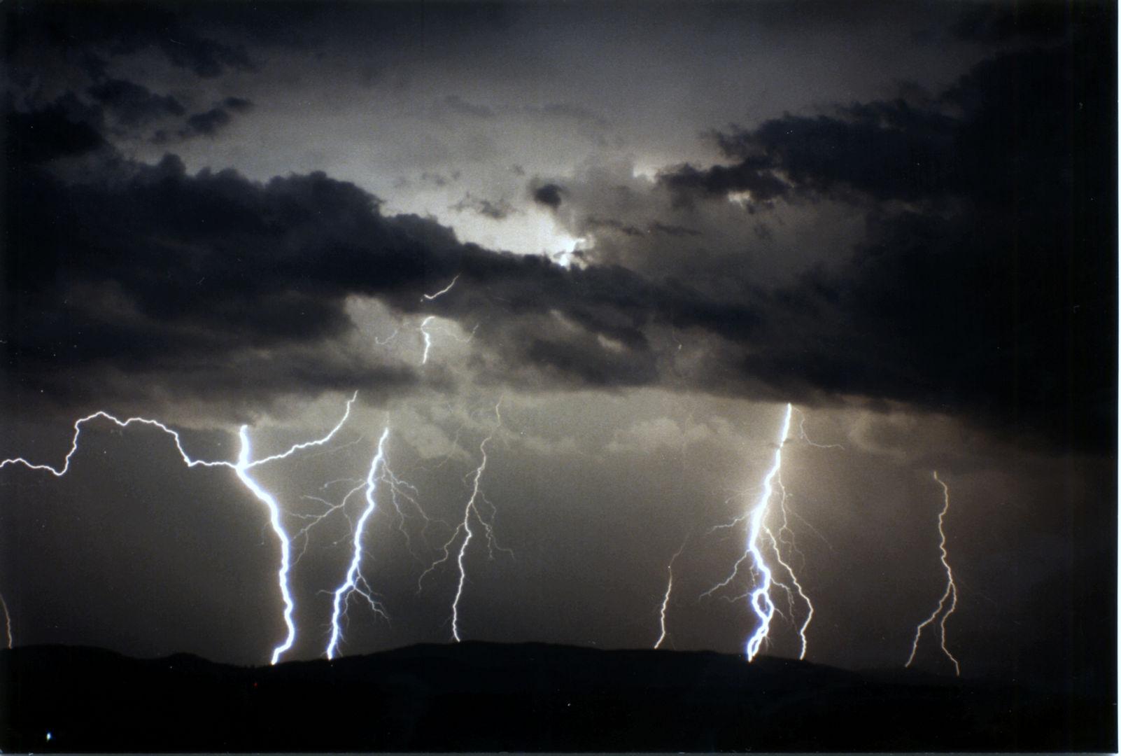 024 lightning over lismore.jpg