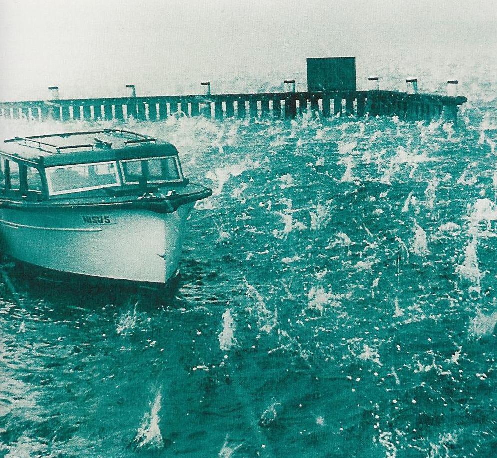 1947_Sydney_hailstorm_boat.jpg