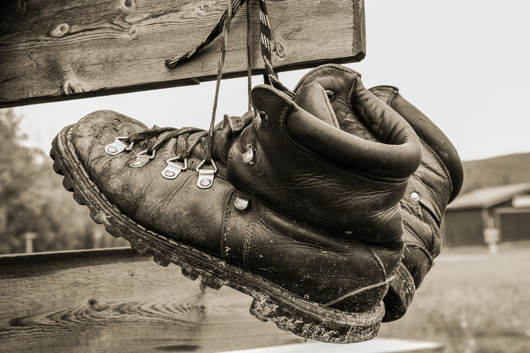 how-to-dry-wet-work-boots-fast.jpg