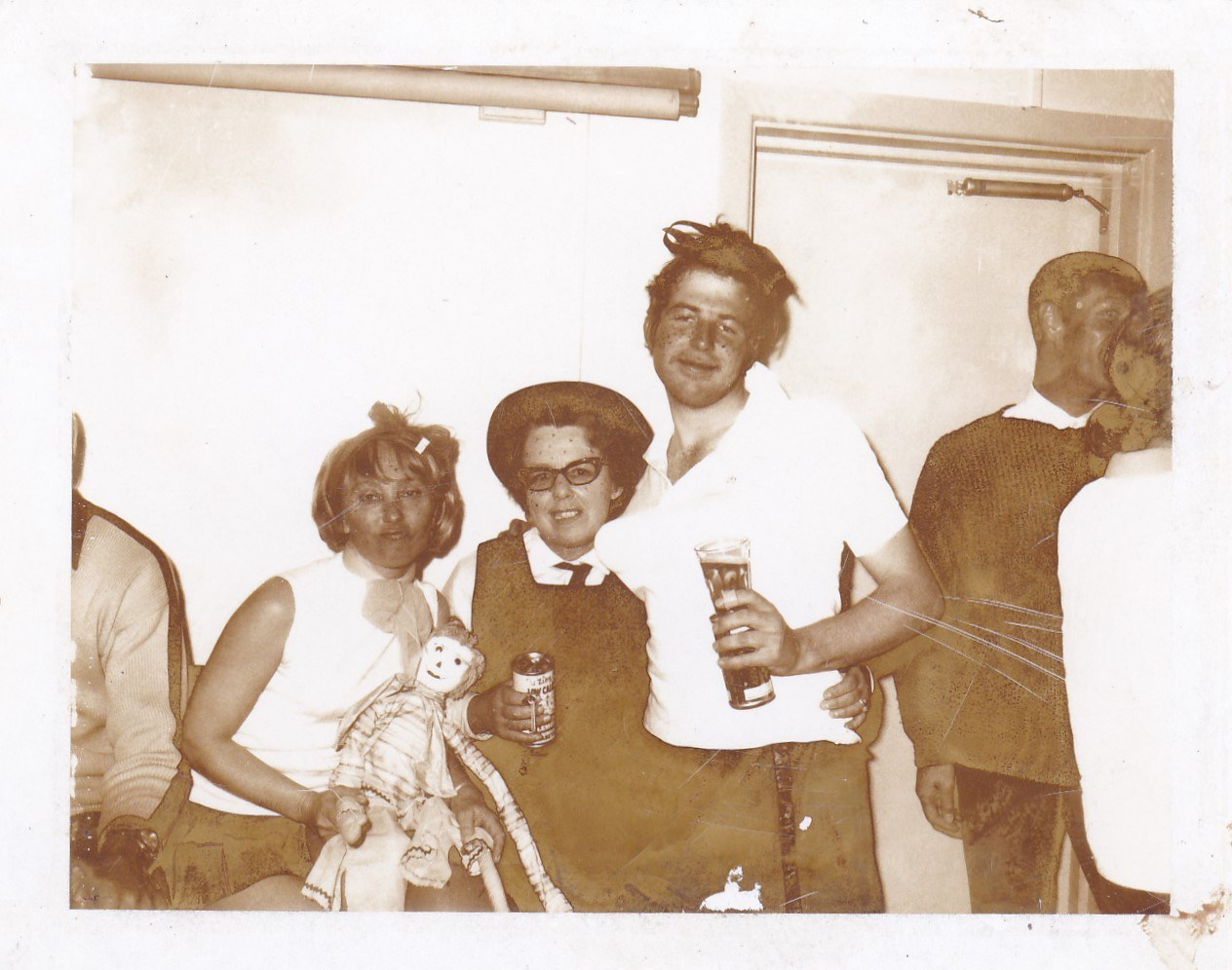 Partay at Diana... Mum, Ed & not certain lady on left - late 60's.jpg